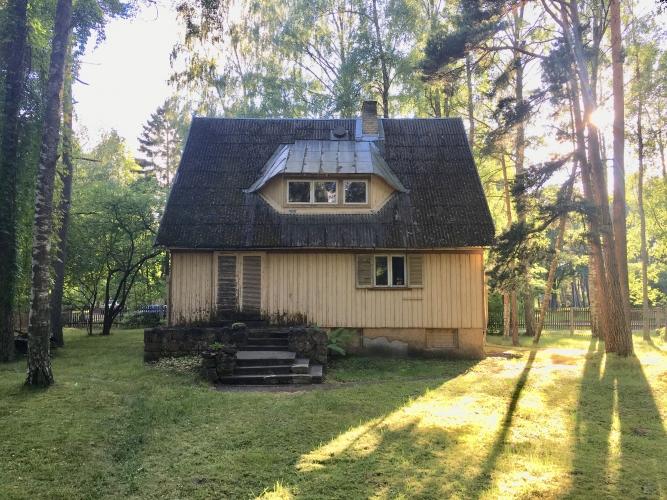 Sludinājumi. Māja 20. gs. sākumā celta kā turīgu rīdzinieku vasarnīca, arī mūsdienās gandrīz katrs sapņo par Cena: 250000 EUR Foto #2