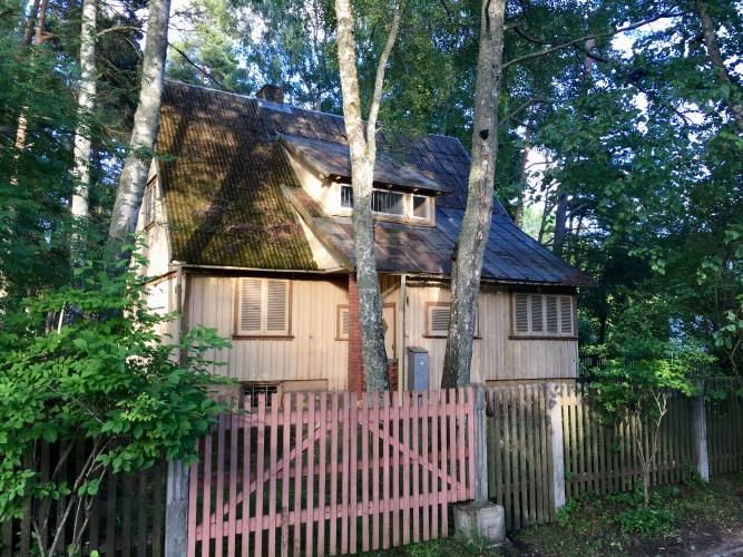 Sludinājumi. Māja 20. gs. sākumā celta kā turīgu rīdzinieku vasarnīca, arī mūsdienās gandrīz katrs sapņo par Cena: 250000 EUR Foto #1
