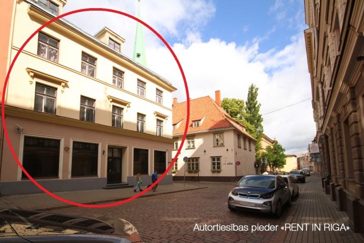 Sludinājumi. Biroja ēka Vecrīgā starp Latvijas Republikas Saeimu un Doma laukumu.  Ēka aprīkota ar autonomu Cena: 4086 EUR/mēn Foto #1