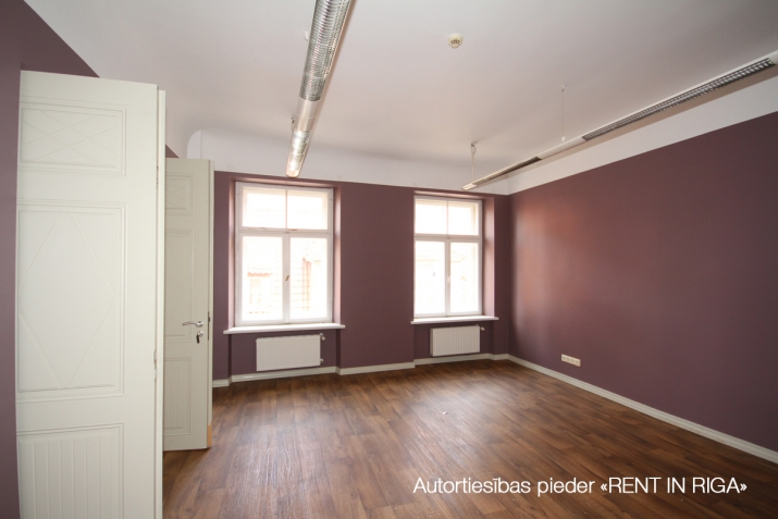 Объявление. Office building in Old town between Saeima of Republic of Latvia and Doma square.  The building is Цена: 4086 EUR/мес. Foto #4