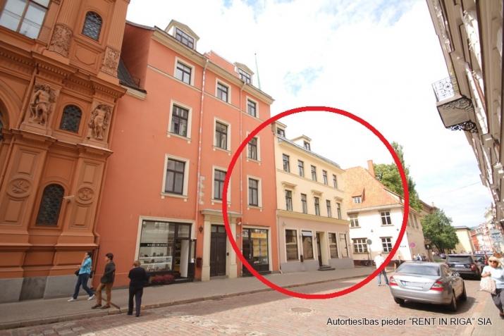 Sludinājumi. Biroja ēka Vecrīgā starp Latvijas Republikas Saeimu un Doma laukumu.  Ēka aprīkota ar autonomu Cena: 1.8e+06 EUR Foto #1