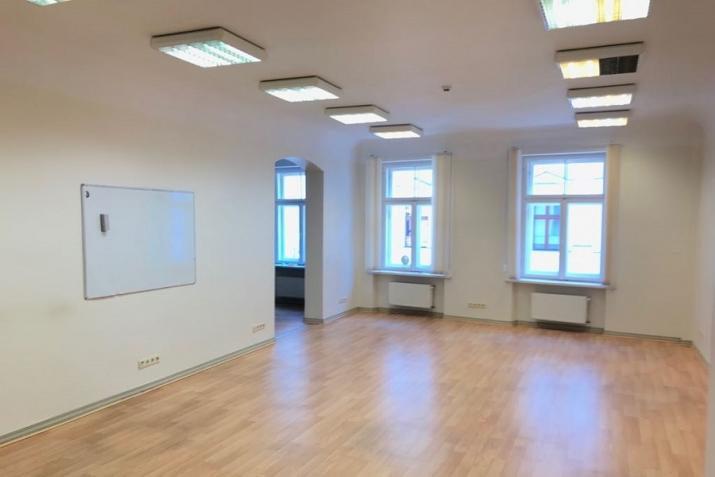Sludinājumi. Biroja ēka Vecrīgā starp Latvijas Republikas Saeimu un Doma laukumu.  Ēka aprīkota ar autonomu Cena: 1.8e+06 EUR Foto #5