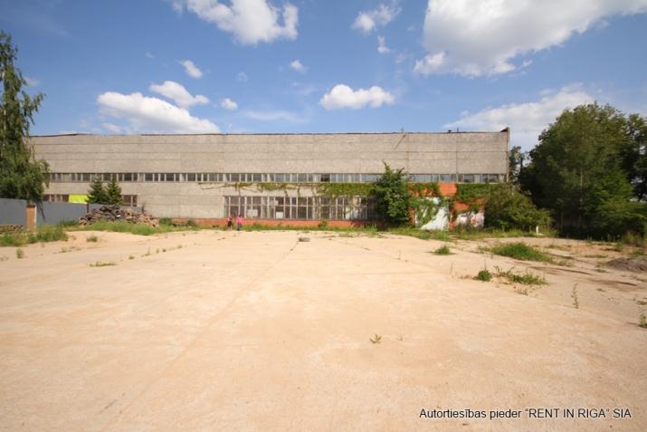 Sludinājumi. Nomai tiek piedāvāts betonēts laukums Mūkusalas ielā 49.  Ērta piekļuve no Buru ielas (atsevišķi Cena: 1200 EUR/mēn Foto #1