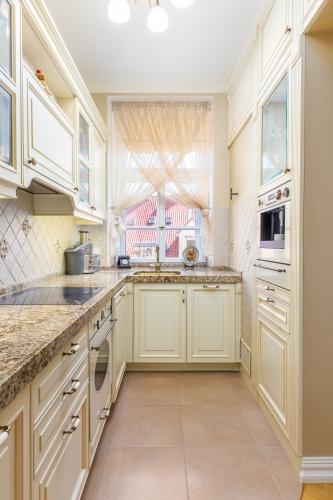 Sludinājumi. Ekskluzīvas kvalitātes un dizina vienas guļamistabas dzīvoklis klusā Vecrīgas pagalmiņā. Piemērots Cena: 650 EUR/mēn Foto #4