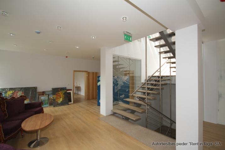Объявление. Modernas biroja telpas, iespējami vairāki dalījumi. Ēka ir pilnībā renovēta pēc augstākajiem Цена: 3870 EUR/мес. Foto #3