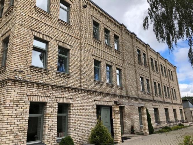 Объявление. Modernas biroja telpas, iespējami vairāki dalījumi. Ēka ir pilnībā renovēta pēc augstākajiem Цена: 3870 EUR/мес. Foto #1