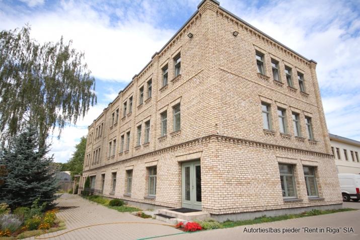Sludinājumi. Modernas biroja telpas, iespējami vairāki dalījumi. Ēka ir pilnībā renovēta pēc augstākajiem Cena: 1500 EUR/mēn Foto #3