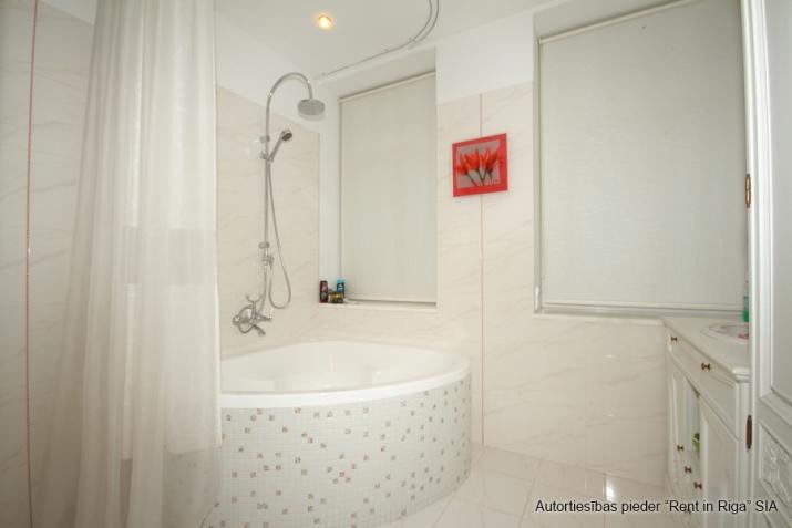 Объявление. Jūrmalas centrā īzīrē mājīgu, ģimenes trīsstāvu māju  330 kv. m. Māja tiek piedāvāta pilnībā Цена: 4000 EUR/мес. Foto #3