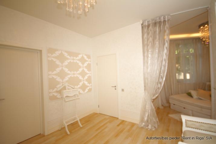 Объявление. Jūrmalas centrā īzīrē mājīgu, ģimenes trīsstāvu māju  330 kv. m. Māja tiek piedāvāta pilnībā Цена: 4000 EUR/мес. Foto #4