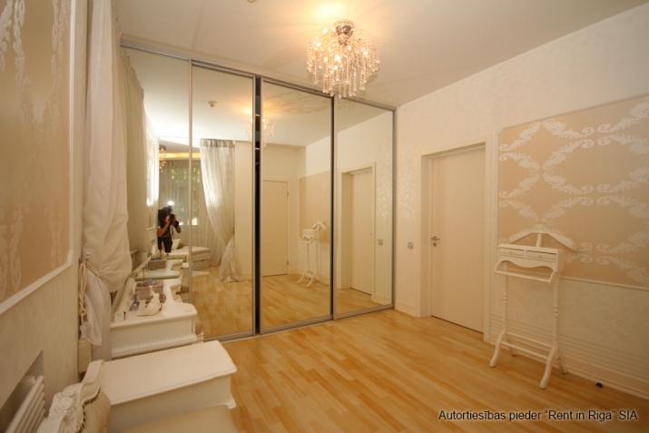 Объявление. Jūrmalas centrā īzīrē mājīgu, ģimenes trīsstāvu māju  330 kv. m. Māja tiek piedāvāta pilnībā Цена: 4000 EUR/мес. Foto #5