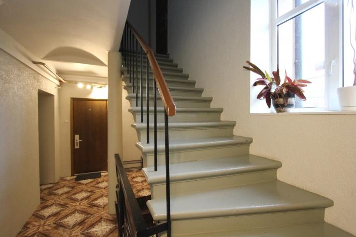 Sludinājumi. Piedāvajam īres dzīvokli Rīgas centrā. Dzīvoklis aprīkots ar visu nepieciesamo sadzīves tehniku. Cena: 450 EUR/mēn Foto #2
