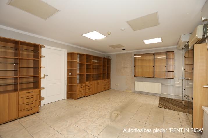 Sludinājumi. Tirdzniecības telpas Puvciemā.  + 1. stāvs + Atsevišķa ieeja no fasādes un kāpņu telpas. + Sastāv Cena: 82000 EUR Foto #5
