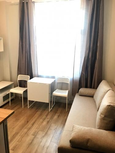 Sludinājumi. Pārdod tikko remontētu dzīvokli pilnībā renovētā ēkā.  + Dzīvoklis tiek pārdots ar visām mēbelēm; + Cena: 34970 EUR Foto #3