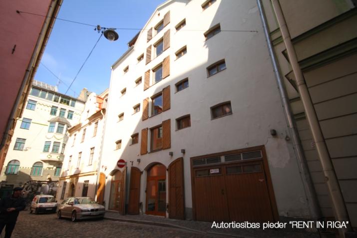 Sludinājumi. Vēsturiska 17. gadsimtā būvēta spīķera ēka. Pārbūvēta 1903. gadā. Kapitāli rekonstruēta 2003. gadā, Cena: 950000 EUR Foto #1