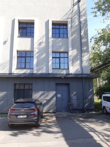 Sludinājumi. Apkurināmas noliktavas telpas Čiekurkalnā.  + 1. stāvs. + Platība sastāv no atvērtas telpas, 2 Cena: 382 EUR/mēn Foto #1