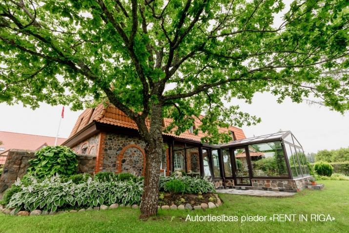 Sludinājumi. Tiek pārdots gaumīgi iekārtots, īsts lauku īpašums Kurzemē, iekopta un kārtīgi apsaimniekota lauku Cena: 2.5e+06 EUR Foto #3