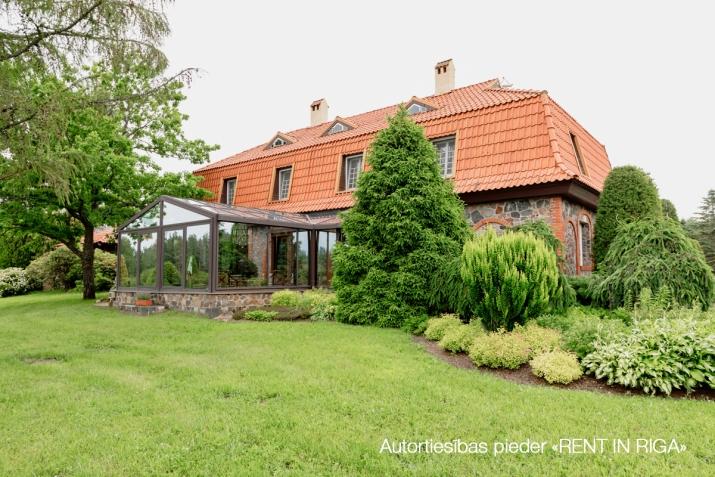 Sludinājumi. Tiek pārdots gaumīgi iekārtots, īsts lauku īpašums Kurzemē, iekopta un kārtīgi apsaimniekota lauku Cena: 2.5e+06 EUR Foto #1
