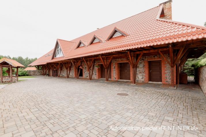 Sludinājumi. Tiek pārdots gaumīgi iekārtots, īsts lauku īpašums Kurzemē, iekopta un kārtīgi apsaimniekota lauku Cena: 2.5e+06 EUR Foto #4