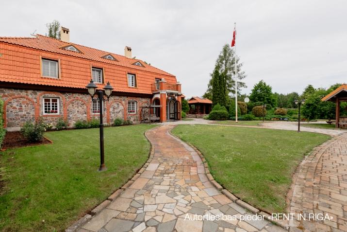 Sludinājumi. Tiek pārdots gaumīgi iekārtots, īsts lauku īpašums Kurzemē, iekopta un kārtīgi apsaimniekota lauku Cena: 2.5e+06 EUR Foto #5