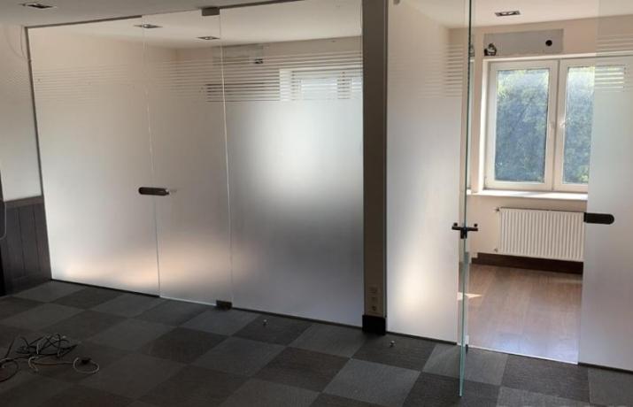 Объявление. Tiek iznomāts trīs stāvu biroju ēkas trešais stāvs ar plašu autostāvvietu;  + Iespējams nomāt Цена: 750 EUR/мес. Foto #4