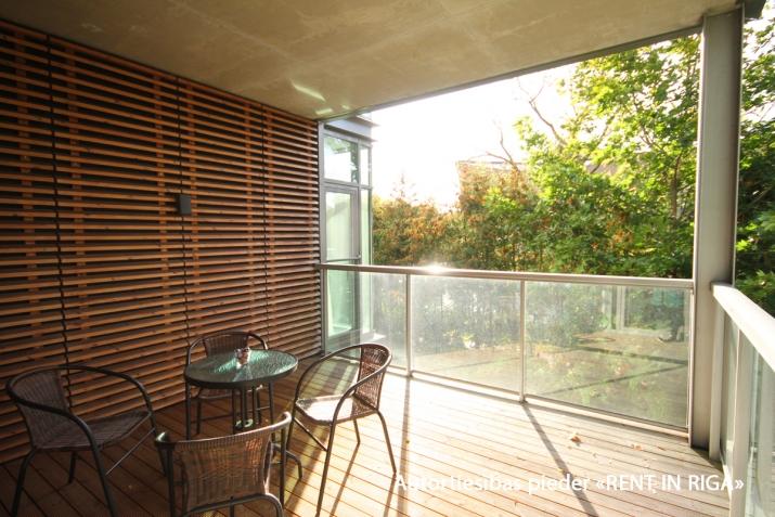 Sludinājumi. Ilgtermiņa īrei uz gadu un vairak tiek piedāvāts skaists dzīvoklis jaunajā projektā Jūrmalas Cena: 750 EUR/mēn Foto #1