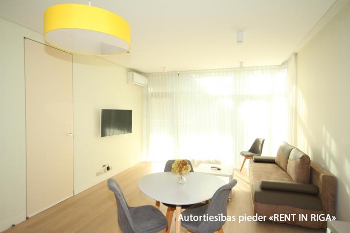 Sludinājumi. Ilgtermiņa īrei uz gadu un vairak tiek piedāvāts skaists dzīvoklis jaunajā projektā Jūrmalas Cena: 750 EUR/mēn Foto #5