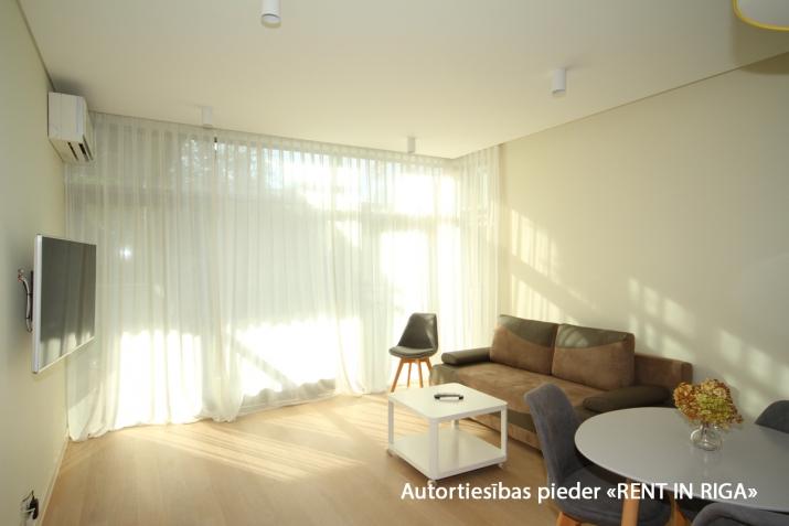 Sludinājumi. Ilgtermiņa īrei uz gadu un vairak tiek piedāvāts skaists dzīvoklis jaunajā projektā Jūrmalas Cena: 750 EUR/mēn Foto #2