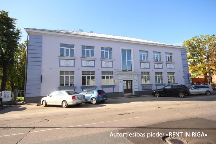 Sludinājumi. Atsevišķi stāvoša biroju ēka pie T/c \'Riga plaza\'.  + Renovēta 2017. gadā.  + Ēkas platība (GBA)- Cena: 950000 EUR Foto #1