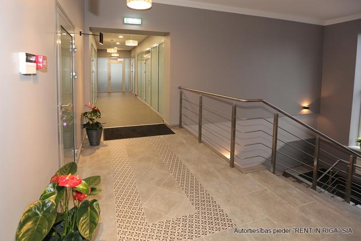 Sludinājumi. Atsevišķi stāvoša biroju ēka pie T/c \'Riga plaza\'.  + Renovēta 2017. gadā.  + Ēkas platība (GBA)- Cena: 950000 EUR Foto #3
