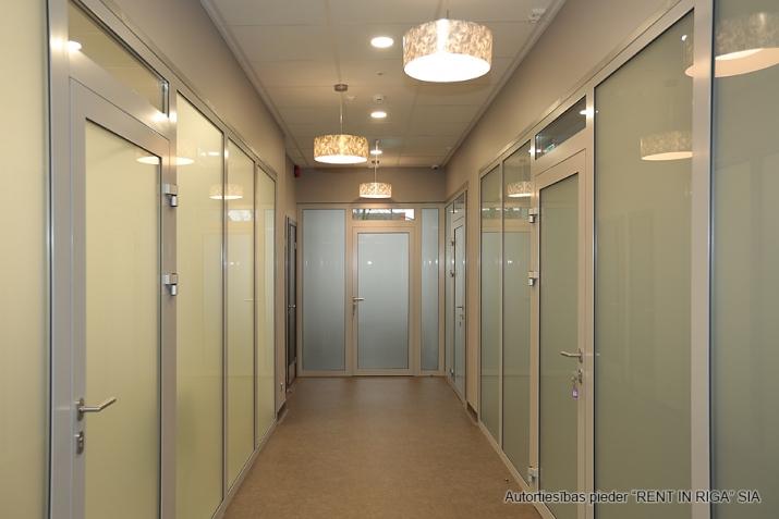 Sludinājumi. Atsevišķi stāvoša biroju ēka pie T/c \'Riga plaza\'.  + Renovēta 2017. gadā.  + Ēkas platība (GBA)- Cena: 950000 EUR Foto #4