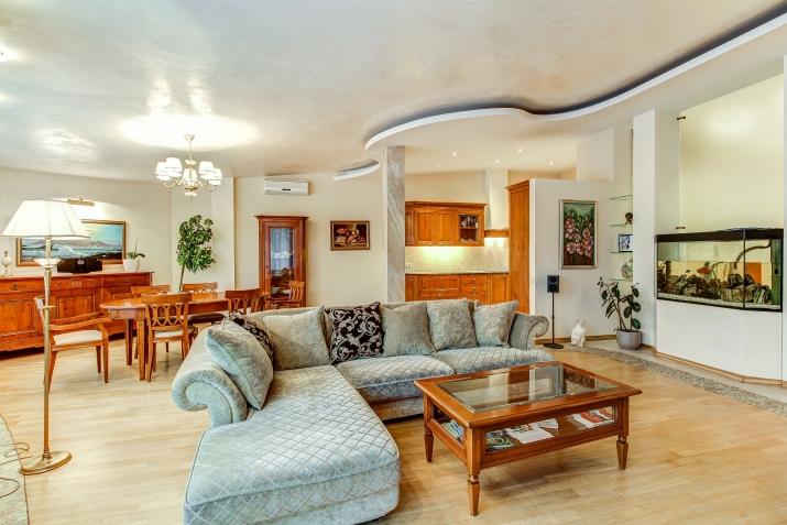 Объявление. Уютная и просторная квартира у моря. Предлагаем квартиру в центре Юрмалы, Булдури в новом проекте. Цена: 1800 EUR/мес. Foto #1