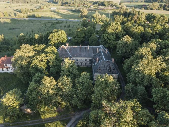 Объявление. К продаже предлагается усадьба Озолпилс, построенная в 1931 году.  Округ Энгуре, волость Смарде, у Цена: 750000 EUR Foto #5