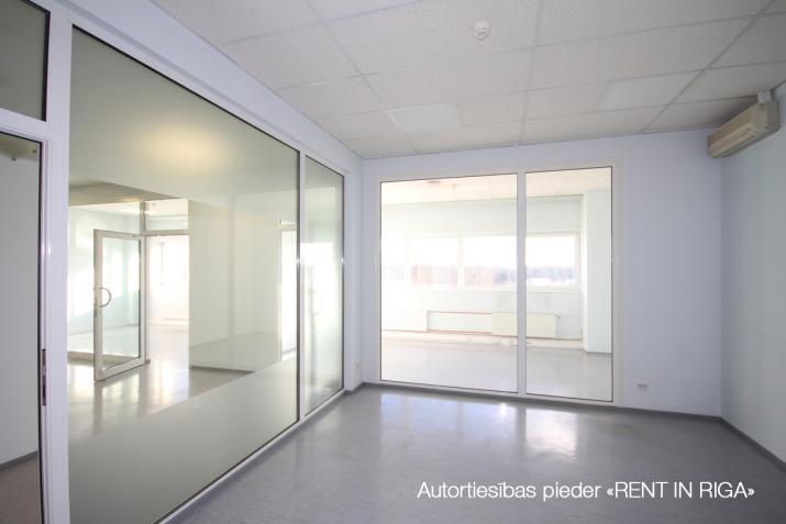 Объявление. Biroja telpas Imantā, renovētā ēkā.  + 4. stāvs. + Platība sastāv no atvērta telpas, 5 kabinetiem, Цена: 1100 EUR/мес. Foto #1