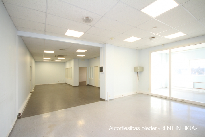 Объявление. Biroja telpas Imantā, renovētā ēkā.  + 4. stāvs. + Platība sastāv no atvērta telpas, 5 kabinetiem, Цена: 1100 EUR/мес. Foto #2