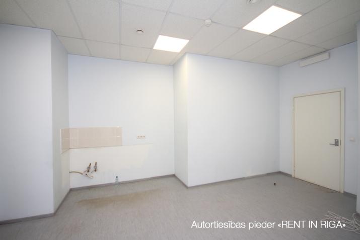 Объявление. Biroja telpas Imantā, renovētā ēkā.  + 4. stāvs. + Platība sastāv no atvērta telpas, 5 kabinetiem, Цена: 1100 EUR/мес. Foto #3