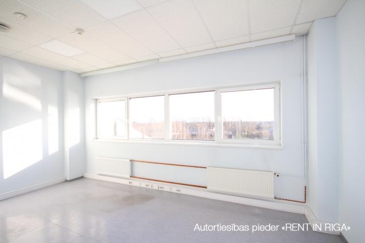 Объявление. Biroja telpas Imantā, renovētā ēkā.  + 4. stāvs. + Platība sastāv no atvērta telpas, 5 kabinetiem, Цена: 1100 EUR/мес. Foto #4