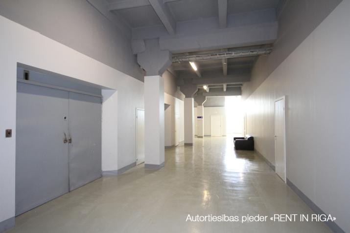 Объявление. Apkurināmas noliktavas telpas Imantā, renovētā ēkā, 5. stāvā.  Platība sastāv no atvērta tipa Цена: 648 EUR/мес. Foto #3
