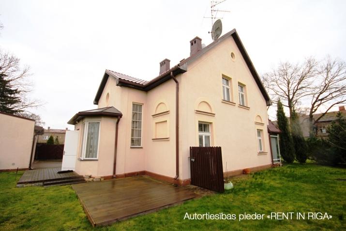 Объявление. Предлагаем в долгосрочную аренду дом в Teika на тихой улице жилого района. Дом для семьи, которая Цена: 1650 EUR/мес. Foto #1