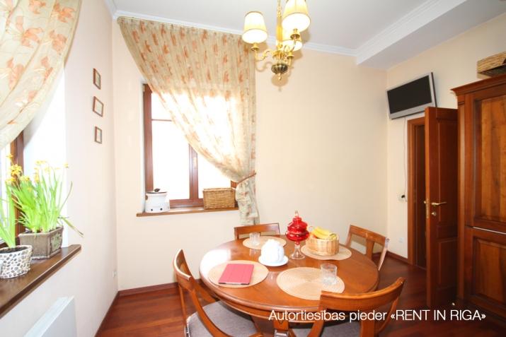 Объявление. Privātmāja Jūrmalā, Majoros, Jāņa Pliekšāna ielā 25. Māja sastāv no 2 stāviem; pirmajā stāvā Цена: 520000 EUR Foto #2