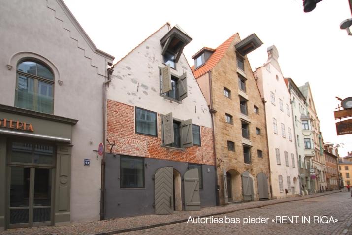 Sludinājumi. Senatnes elpa un vecpilsētas miers padara Vilhelma Namus par īstenu oāzi dvēselei. Ēkas ir valsts Cena: 2520 EUR/mēn Foto #2