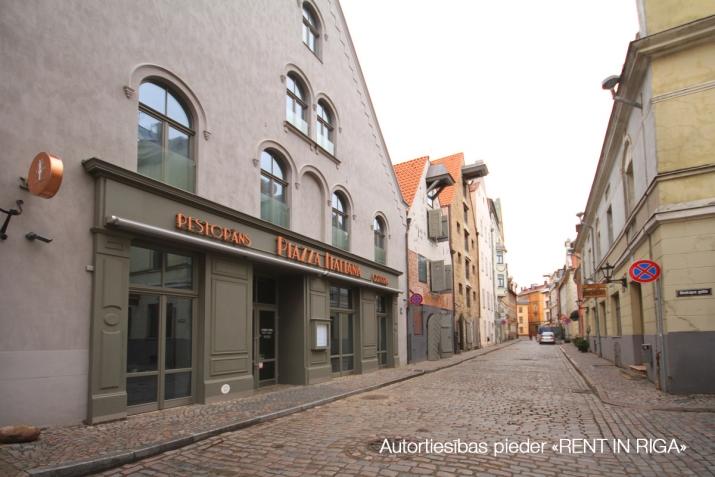 Sludinājumi. Senatnes elpa un vecpilsētas miers padara Vilhelma Namus par īstenu oāzi dvēselei. Ēkas ir valsts Cena: 2520 EUR/mēn Foto #1