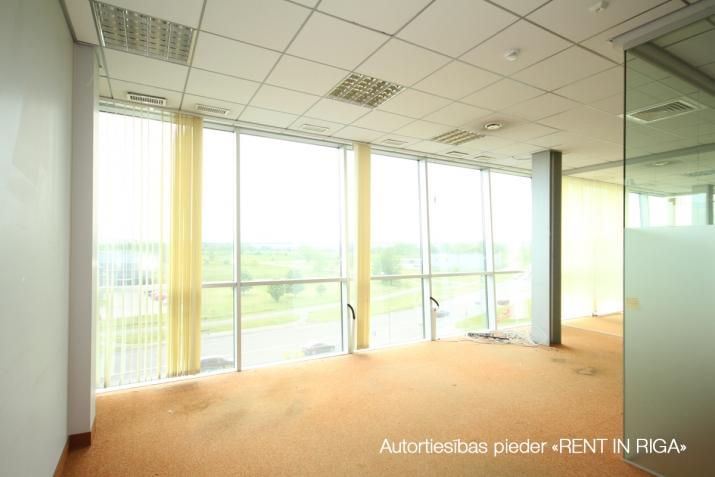 Объявление. Birojs Pļavniekos ar terasi. + 4. stāvā.  + Platība sastāv no atvērtas telpas, diviem kabinetiem, Цена: 1064 EUR/мес. Foto #3
