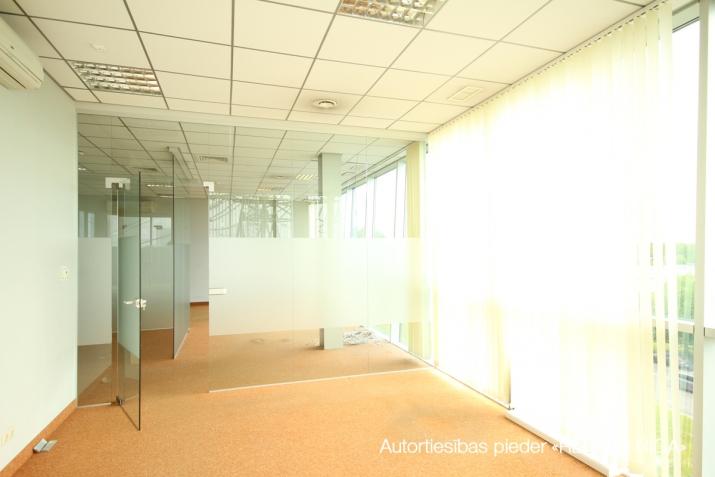 Объявление. Birojs Pļavniekos ar terasi. + 4. stāvā.  + Platība sastāv no atvērtas telpas, diviem kabinetiem, Цена: 1064 EUR/мес. Foto #4