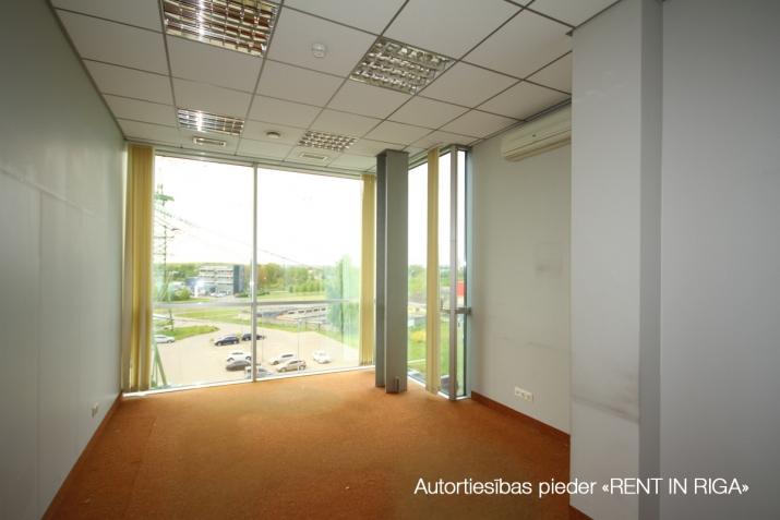 Объявление. Birojs Pļavniekos ar terasi. + 4. stāvā.  + Platība sastāv no atvērtas telpas, diviem kabinetiem, Цена: 1064 EUR/мес. Foto #5