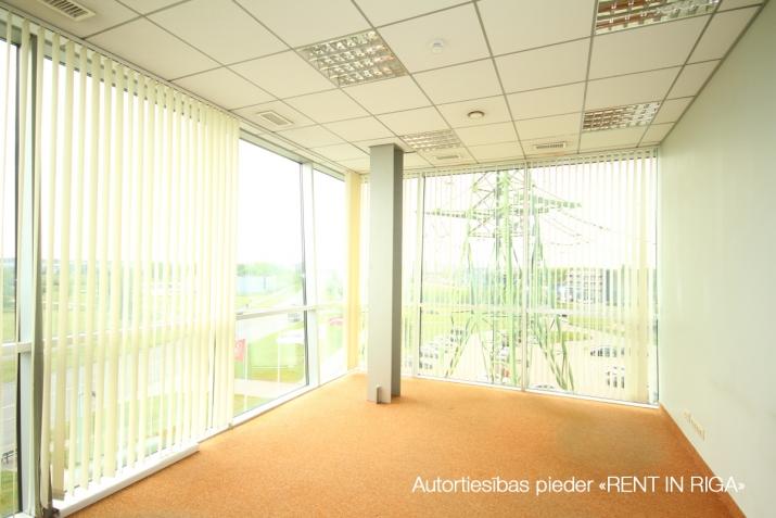 Объявление. Birojs Pļavniekos ar terasi. + 4. stāvā.  + Platība sastāv no atvērtas telpas, diviem kabinetiem, Цена: 1064 EUR/мес. Foto #2