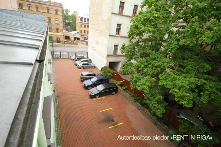 Объявление. Kompakta izmēra biroja telpa sakoptā īpašumā, 3 stāvā.  Renovēta biroju ēka ar bruģētu un iežogotu Цена: 85 EUR/мес. Foto #5