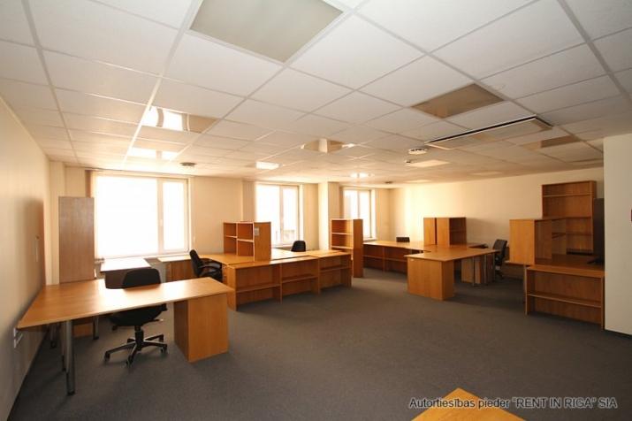 Sludinājumi. Birojs Mežciemā.  + 4. stāvs. + Platība sastāv no priekštelpas, atvērtas telpas, 4 kabinetiem. + Wc Cena: 510 EUR/mēn Foto #3