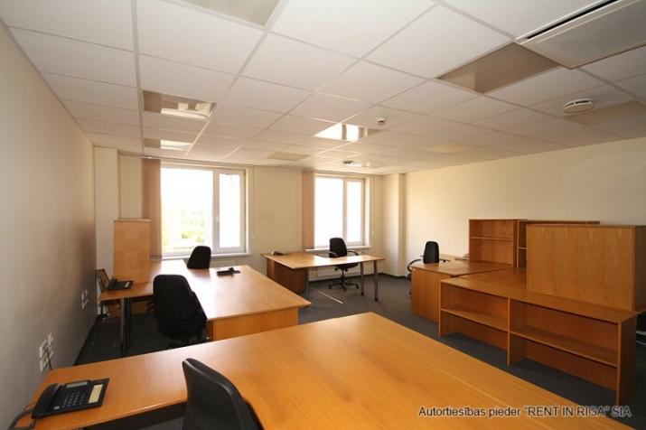 Sludinājumi. Birojs Mežciemā.  + 4. stāvs. + Platība sastāv no priekštelpas, atvērtas telpas, 4 kabinetiem. + Wc Cena: 510 EUR/mēn Foto #4