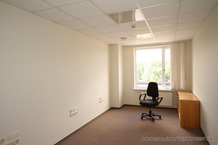 Sludinājumi. Birojs Mežciemā.  + 4. stāvs. + Platība sastāv no priekštelpas, atvērtas telpas, 4 kabinetiem. + Wc Cena: 510 EUR/mēn Foto #5