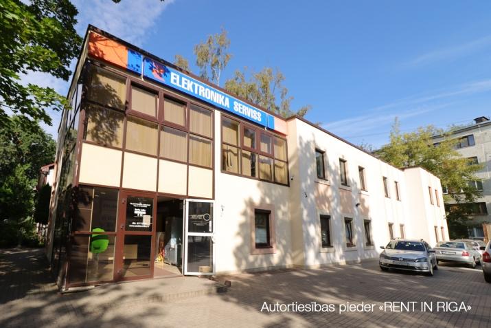 Sludinājumi. Autonoms, atsevišķi stāvoš īpašums Torņkalna un Ziepniekkalna rajonu robežlīnijā.  Ļoti laba Cena: 645000 EUR Foto #1